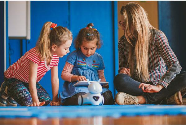 Edukacja przedszkola z robotem edukacyjnym Photon
